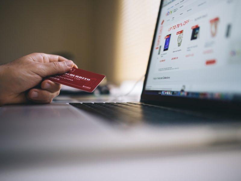 Płacenie kartą przez Internet. Inmarketing