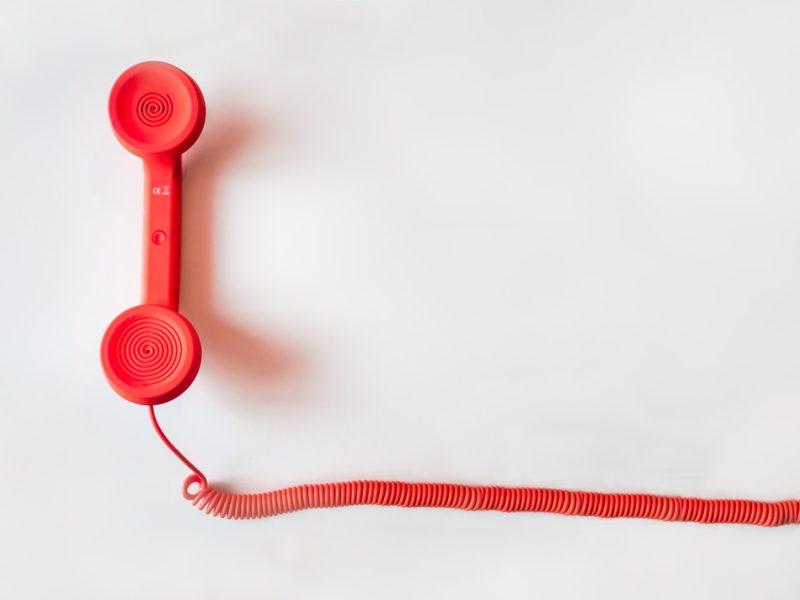 Czerwony telefon na kablu. Inmarketing