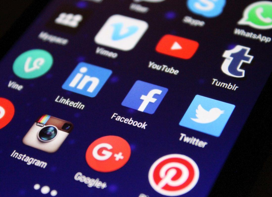 Aplikacje social media w telefonie. Inmrketing