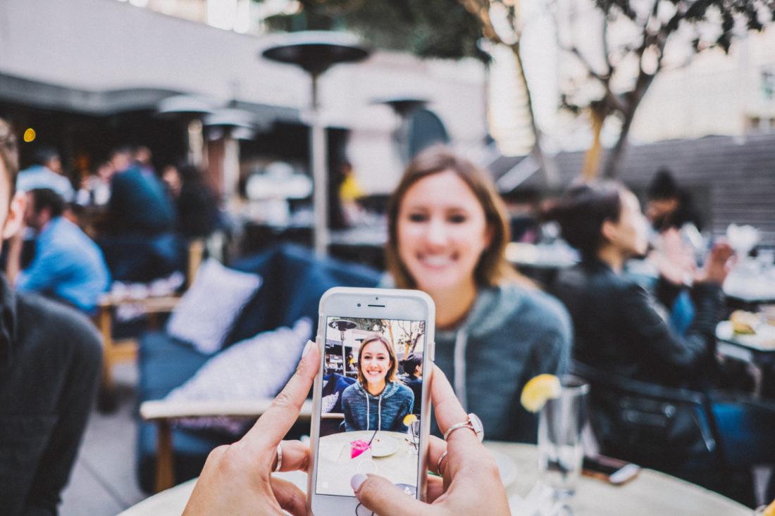 Komunikacja marketingowa | Influencer marketing, a social media. Czym jest influencer marketing? | Paulina Głąb