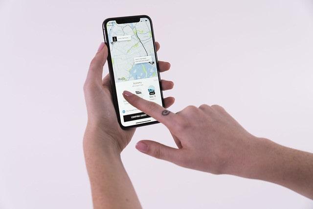 Aplikacja typu Uber w użyciu