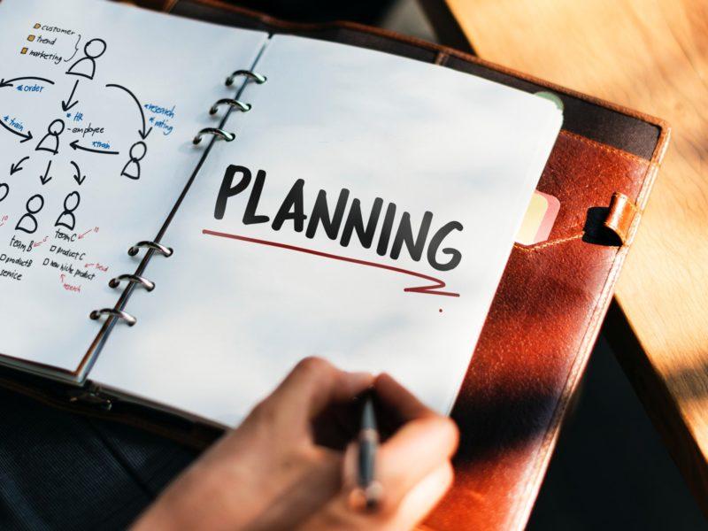 Notes z notatką planowanie. Inmarketing