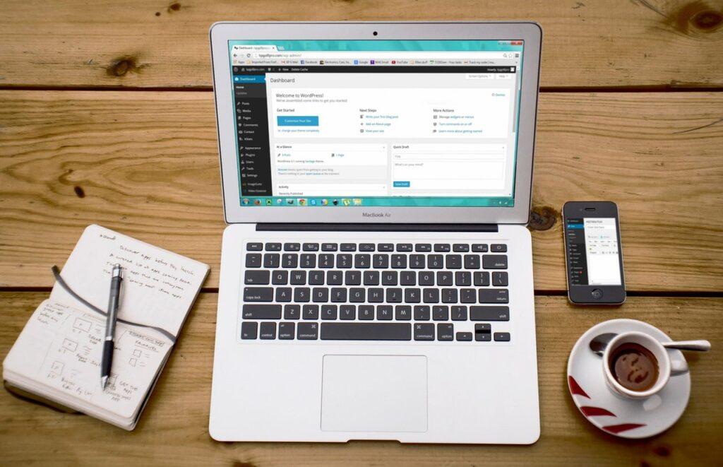 Plusy i minusy stron opartych o WordPress-a